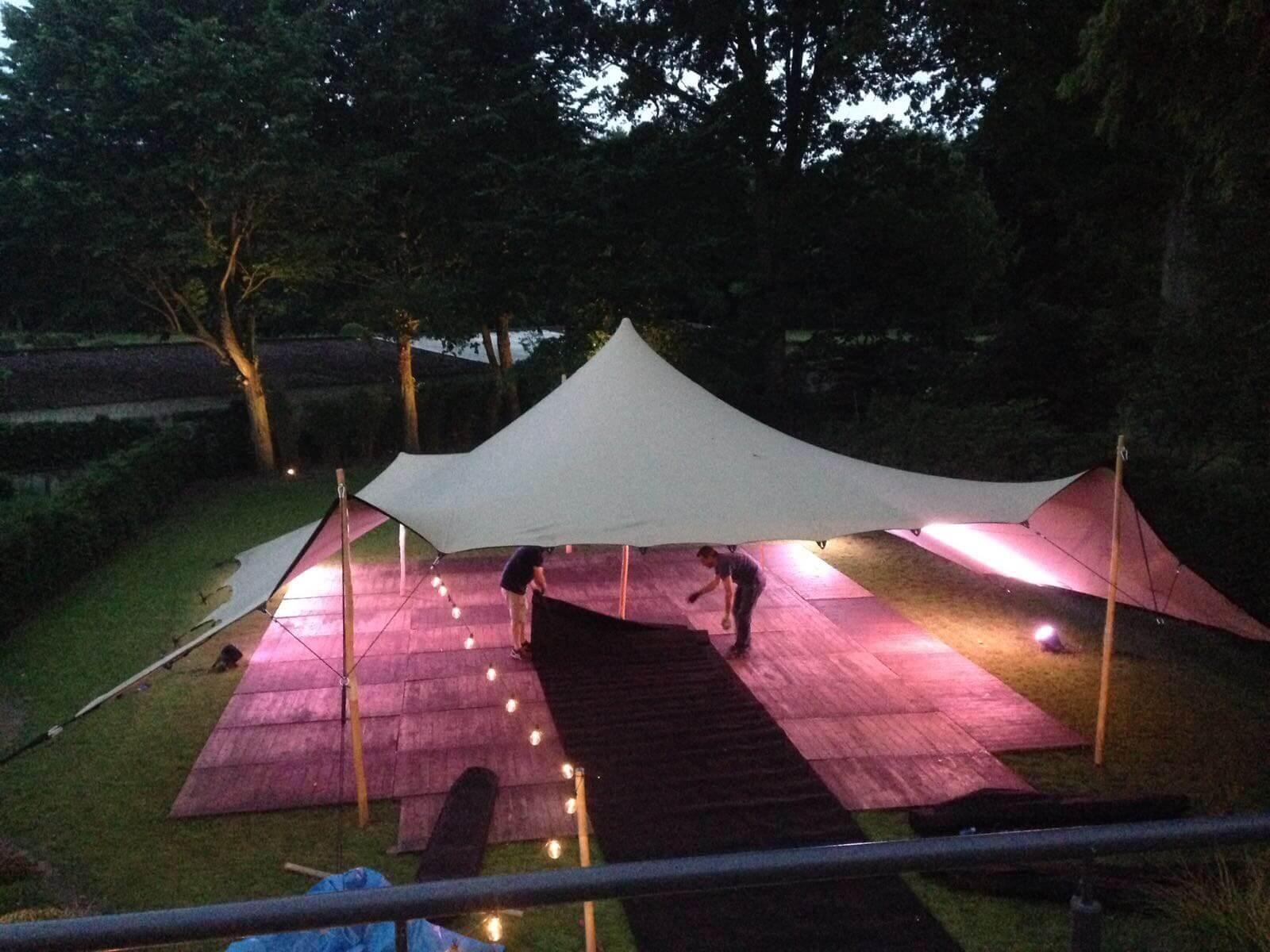 Louez une tente étoilée avec des lumières de fête